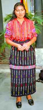 asombroso del país es el vestido de colores muy vivos de las mujeres ...